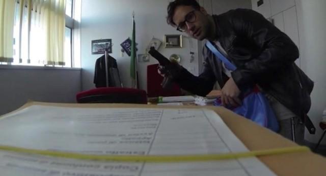 Mario Ferri, alias Falco, negli uffici del Tribunale di Pescara (facebook)