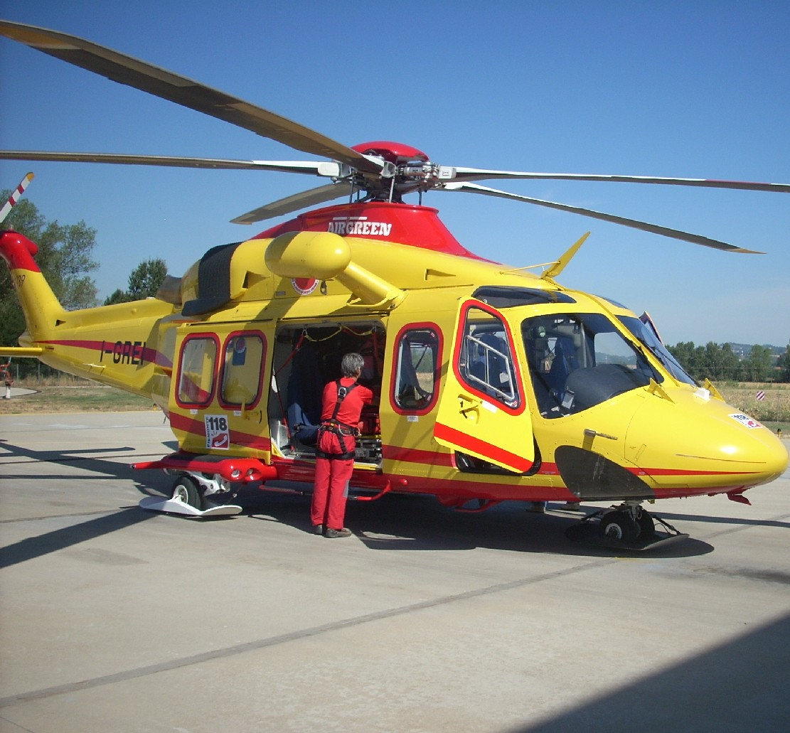 Elicottero 118 Modello : Elisoccorso troppo pesante per l ospedale metro news